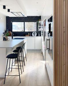 """Cyndia on Instagram: """"Bon vivement demain ... Pour comprendre pourquoi rdv en story 😅 Ce qui me rassure c'est que je me dis qu'on a vraiment toutes les mêmes…"""" Table, Furniture, Instagram, Home Decor, Decoration Home, Room Decor, Tables, Home Furnishings, Home Interior Design"""
