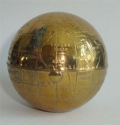 VINTAGE-KIGU-POWDER-COMPACT-GLOBE-MAP-OF-THE-WORLD-c-1950s
