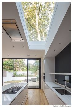 88 Westbourne Park Road by James Wyman Architects – Geometry & Silence Kitchen Room Design, Best Kitchen Designs, Modern Kitchen Design, Modern House Design, Modern Minimalist House, Kitchen Layout, Kitchen Interior, Minimalist Design, Kitchen Ideas