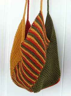 The Windmill Bag : Windmill Bag Free Pattern available at peanutbutteryelle…. Super fast knit made with my ladies on our super cool swimming retreat. CO 20 stitches for each panel. Only drawback here is the stitching up, but the slip stitches on the side… Knitting Projects, Crochet Projects, Knitting Patterns, Sewing Projects, Crochet Patterns, Purse Patterns, Sewing Patterns, Cute Crochet, Crochet Crafts