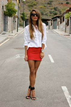 Discover and organize outfit ideas for your clothes. Decide your daily outfit with your wardrobe clothes, and discover the most inspiring personal style Looks Style, Style Me, Red Skirts, Mini Skirts, Red Mini Skirt, Look Fashion, Womens Fashion, Fashion Ideas, Sexy Legs
