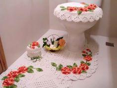 jogo de banheiro de croche branco com flores laranjas