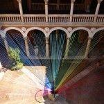 Encaje de colores: un arco iris efímero en el Museo de Valladolid.