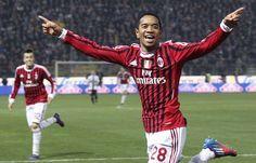 Milan: Emanuelson, el 'tre-quartista' deshonroso: http://www.elenganche.es/2012/03/milan-emanuelson-el-%E2%80%98tre-quartista%E2%80%99-deshonroso.html
