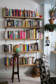 Resultado de imagem para prateleiras de livros