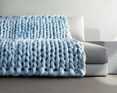 Neuen : Chunky Knit Blanket - ice blue - light blue - Chunky Knit Throw - Small to X Large - Merino Blend - Chunky Knit Braid Blanket , Big Yarn Blanket, Chunky Knit Throw Blanket, Giant Knit Blanket, Wool Blanket, Crib Blanket, Chunky Knit Decke, Chunky Wool, Chunky Knits, Large Blankets