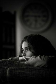 Alone Photography, Creative Portrait Photography, Fashion Photography Poses, Dark Photography, Creative Portraits, Stylish Photo Pose, Photographie Portrait Inspiration, Sad Pictures, Insta Photo Ideas
