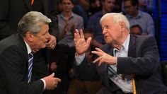 Bundespräsident Joachim Gauck und der ehemalige Bundeskanzler Helmut Schmidt im ZDF: Eine ungeheure Spannung