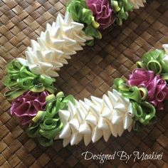 hawaiian lace and ribbon lei instructions Ribbon Lei, Ribbon Work, Ribbon Crafts, Ribbons, Flower Lei, Flower Garlands, Diy Flowers, Shibori, Graduation Leis