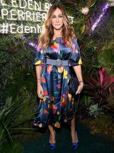 Sarah Jessica Parker made a colorful appearance sporting a vibrant Rosella Jardini dress and SJP collection bejeweled shoes to the L'Eden by Perrier-Jouët x Vanity Fair party held at Miami Beach's Casa Faena. Celebrity Red Carpet, Celebrity Look, Vanity Fair, Sarah Jessica Parker Lovely, Carrie Bradshaw, Red Carpet Looks, Style And Grace, Red Carpet Dresses, Red Carpet Fashion
