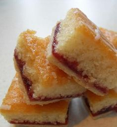 The English Kitchen: Strawberry Jam Tray Bake cake Tray Bake Recipes, Tart Recipes, Sweet Recipes, Baking Recipes, Dessert Recipes, Dessert Food, Cupcake Recipes, Mini Desserts, Delicious Desserts