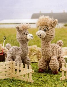 Crochet a Farm: 19 Cute-as-Can-Be Barnyard Creations llama Amigurumi Pattern Crochet Gifts, Cute Crochet, Crochet Baby, Crotchet, Crochet Horse, Crochet Animals, Crochet Amigurumi, Crochet Dolls, Alpacas