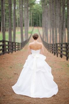 38 Trendy Ideas For Wedding Photos Bride Alone Photography Wedding Fotos, Wedding Pics, Wedding Bells, Wedding Dresses, Wedding Ideas, Wedding Shot, Farm Wedding, Rustic Wedding, Wedding Fotografie