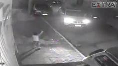 Vídeo mostra pai sendo sequestrado na frente do filho, que é deixado sozinho e se desespera