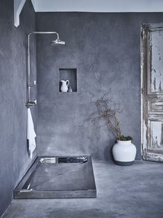 The #Mayfair #Nickel #Shower #Tray is as #modern as it is #practical. #bathroom #contemporary #isnpiration