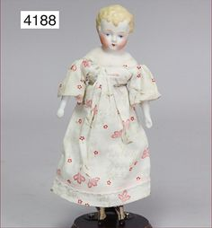 biscuit porcelain shoulder headed doll, Parian, 23 cm, fine modelled hair, blue painted eyes, closed mouth, fabric body, bisque arms and legs, modelled boots