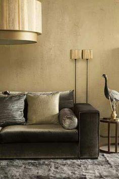 Maison et Objet 2018 Gold Painted Walls, Gold Walls, Home Living Room, Living Room Designs, Living Room Decor, Living Colors, Piece A Vivre, Beautiful Interiors, Wall Colors