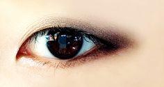 gorgeous smokey eye monolid makeup look.