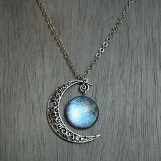 Aurora Moonlight Antique Silver Necklace van moonlightmine op Etsy, $31.00