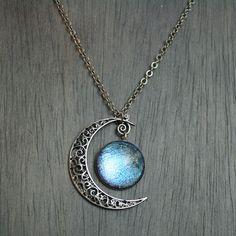 Aurora Moonlight Antique Silver Necklace van moonlightmine op Etsy, $31.00