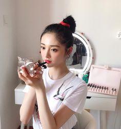 Ioi Pinky, China Girl, Cute Bears, Celebs, Celebrities, Messy Hairstyles, Beautiful Boys, Pretty Face, Kpop Girls