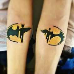 Tattooist/tatuador: @novosadista1990. #tattoos #matchingtats #coupletattoo #inked #ink #inkspiration #batman #lol #lovethis #tatuaggi #tatuaggio #tatouages #bomdia #tatuagens #tatuajes