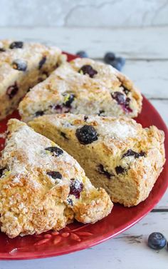 Tasty Weight Watchers Lemon Blueberry Scones you DO NOT want to pass up! This Weight Watchers recipe is an easy homemade that is super yummy. Simple WW recipe for the BEST breakfast, treat, snack or d Weight Watchers Muffins, Weight Watchers Meal Plans, Weight Watchers Breakfast, Weight Watchers Diet, Weight Watchers Desserts, Lemon Scones, Blueberry Scones, Blueberry Breakfast, Quinoa Breakfast