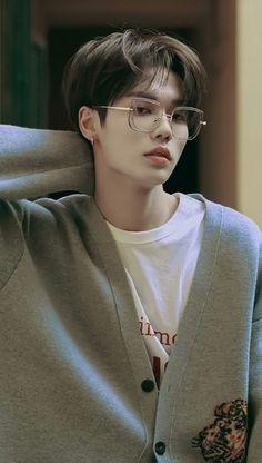 So cute bby😍❤ Beautiful Boys, Beautiful Images, Cold Jokes, Justin Huang, Look At The Moon, Boy Idols, Funny Kpop Memes, Ulzzang Boy, Asian Boys