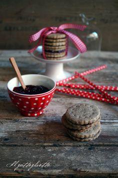il gattoghiotto: Biscotti di grano saraceno con cannella e confettura di ribes