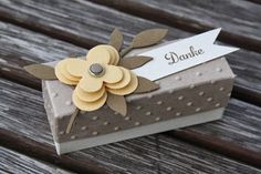 Cute little treat box using stacked flower embellishment Creative Gift Wrapping, Creative Gifts, Cardboard Box Crafts, Paper Crafts, Box Maker, Envelope Punch Board, Diy Box, Homemade Cards, Stampin Up Cards