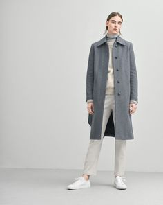 A classic collar coat in a soft wool. Slightly A- line shape with a tone in tone belt for a feminine shape. Classic on the knee length.  <br><br> - Soft Wool<br> - Knee length<br> - Feminine, slightly A-line fit<br><br>  The model is 179cm and wears