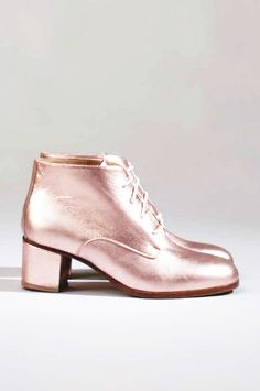 The coolest metallic pink heeled boots Stilettos, High Heels, Bootie Boots, Shoe Boots, Heeled Boots, Zapatos Shoes, Paris Mode, Mocassins, Pink Shoes
