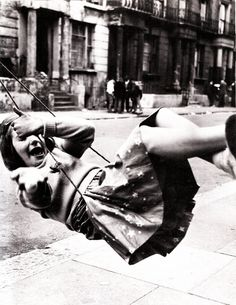 28 Interesting Vintage Photos Show People Playing Swing in the Past ~ vintage everyday Vintage Photographs, Vintage Photos, Serge Najjar, Roger Mayne, Old London, Pretty Eyes, Street Photography, Classic Photography, Photography Kids