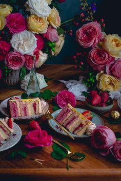 Pastel de Rosas / Rose cake with strawberry jam and french buttercream | Historias del Ciervo | Food Photography | David Austin Rose
