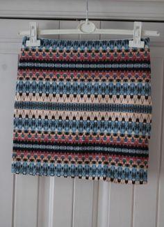 Spódnica  dzianinowa w azteckie wzory Bershka