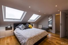 Located in the leafy south, this Blackheath loft conversion features a modern and cosy bedroom in this terraced property. Attic Master Bedroom, Attic Bedroom Designs, Cosy Bedroom, Attic Bedrooms, Bedroom Loft, Modern Bedroom, Attic Bathroom, Loft Conversion Rooms, Loft Conversion Wardrobes