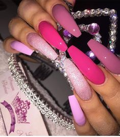 Pink nails 💅🏽 always a fave Aycrlic Nails, Dope Nails, Coffin Nails, Hair And Nails, Stiletto Nails, Nails On Fleek, Manicure Natural, Long Acrylic Nails, Pink Acrylics