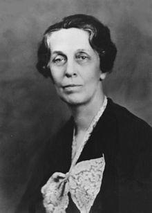 Emma Perry Carr (23 julio 1880 a 7 enero 1972) fue un espectroscopista y educador química. Asistió a la Universidad Estatal de Ohio desde 1898 hasta 1899. Asistió a Mount Holyoke College desde 1900 hasta 1902.  Ella trabajó en Mount Holyoke College como asistente en el departamento de química.