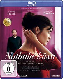 """Am 20. September erscheint die bittersüß-romantische Komödie """"Nathalie küsst"""" auf DVD und Blue-ray Disc (Concorde Home Entertainment). Bei uns kannst du du ein Paket - bestehend aus Blue-ray Disc und Hörbuch - gewinnen."""