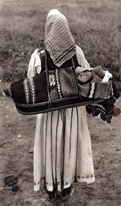 Romania old photos Vintage Photographs, Vintage Photos, Folk Costume, Costumes, Romania People, Baby Carrying, Baby Kind, Happy Baby, Mother And Child