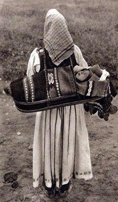 Traditional baby carrying. #Babywearing #babywearingworldwide #historicalbabywearing