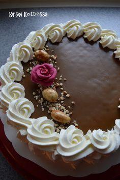 Kirsin keittiössä: Kinuskikakku Finnish Recipes, Waffles, Food And Drink, Baking, Desserts, Dios, Dekoration, Tailgate Desserts, Deserts