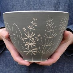 No photo description available. Pottery Mugs, Pottery Bowls, Ceramic Pottery, Pottery Art, Ceramic Clay, Ceramic Painting, Ceramic Bowls, Porcelain Ceramics, Pottery Painting Designs
