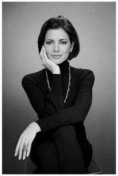 Business Portrait, Corporate Portrait, Business Headshots, Corporate Headshots, Pose Portrait, Headshot Poses, Portrait Studio, Female Portrait, Portrait Ideas