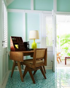 May 2013 Issue - A midcentury desk and chair at La Banane