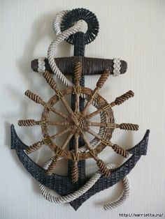 Watch anchor wall art from newspaper tubes Cut anchor of two sheets of cardboard, glued, the photo shows, on the one hand he is white, the other dark gray. Newspaper Basket, Newspaper Crafts, Willow Weaving, Basket Weaving, Jute Crafts, Diy And Crafts, Anchor Wall Art, Magazine Crafts, Seaside Decor