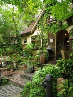 Garden Design Ideas To Make The Best Of Your Outdoor Space - jihanshanum - garden landscaping Style Cottage, Cottage In The Woods, Amazing Gardens, Beautiful Gardens, Creative Landscape, Landscape Designs, Garden Cottage, Front Yard Landscaping, Landscaping Ideas