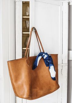 Tan leather oversized handbag and shibori scarf - Photographed and styled by ©Kara Rosenlund Brown Leather Totes, Tan Leather, Brown Leather Handbags, Classic Leather, Natural Leather, Fashion Handbags, Fashion Bags, Women's Fashion, My Bags