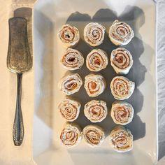Tunnbrödssnittar med lax - enkelt recept - Mitt kök Tapas, Tea Party, Muffin, Snacks, Breakfast, Recipes, Confirmation, Advent, Pizza