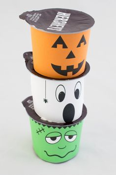 Make food fun with these cute and spooky Frankenstein, Ghost, and Jack-o-lantern monsters. Halloween Cups, Halloween Class Party, Halloween Treats For Kids, Halloween Celebration, Holidays Halloween, Halloween Crafts, Happy Halloween, Halloween Decorations, Halloween Birthday
